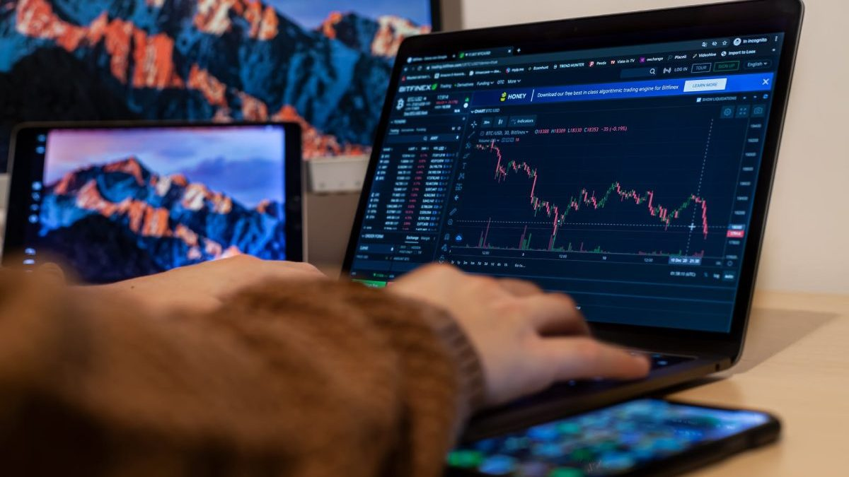 Bitcoin Whale Sell-Off and How It Can Capsize BTC Voyage