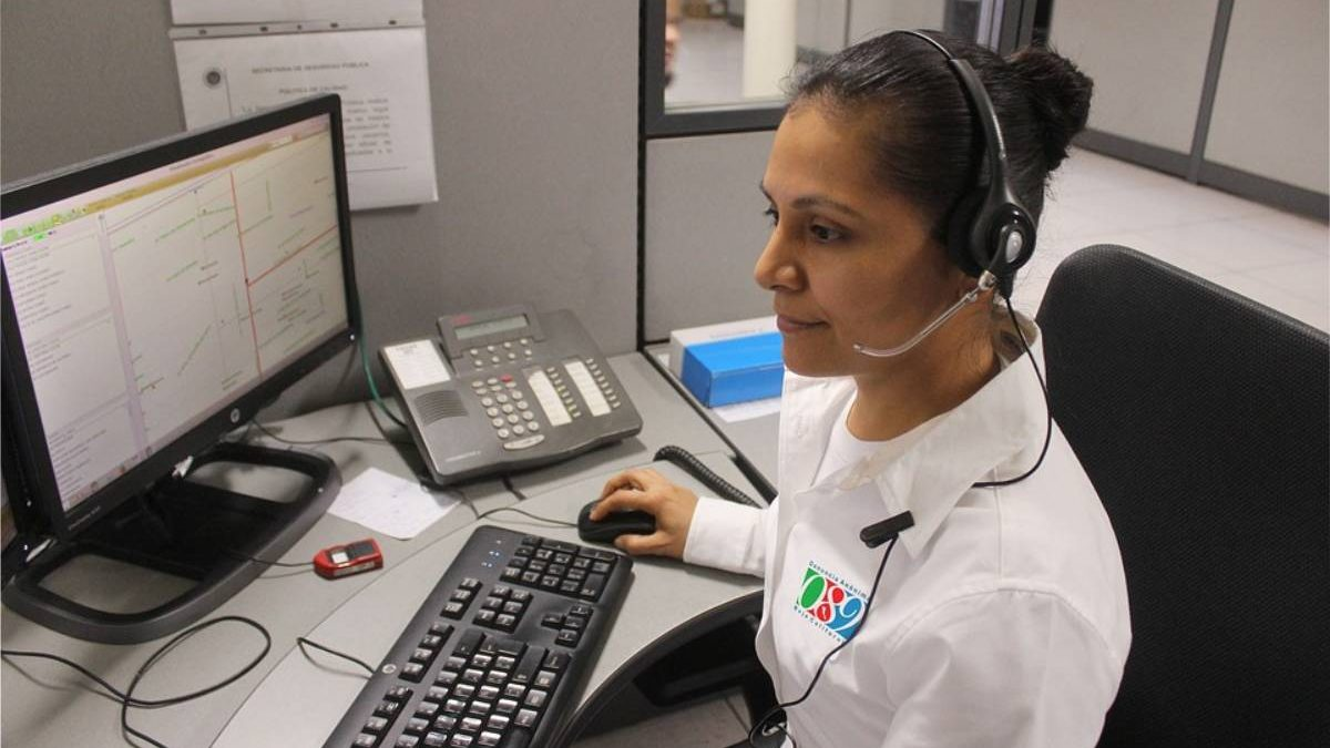 What is the Importance of Live Chat for Customer Service Teams?