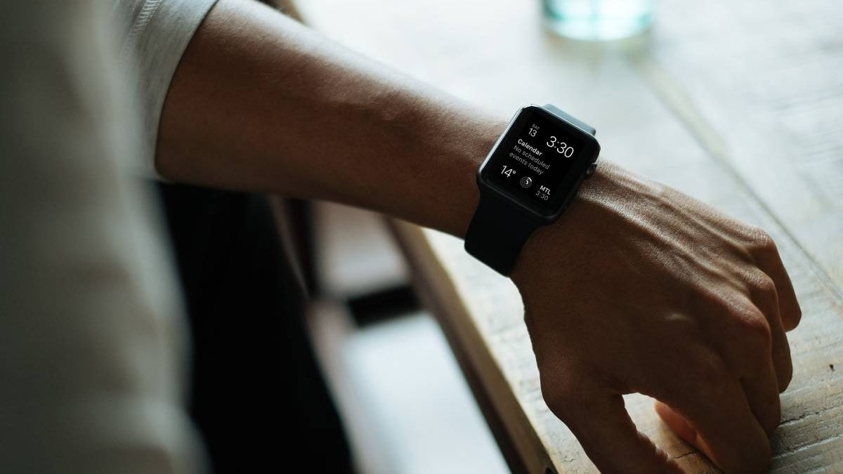 Top Reasons To Ditch Your Old Watch And Opt For The Advanced Smart Watch